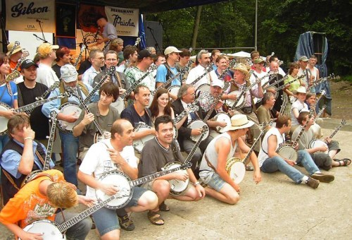 Annual photo of all banjo players (profesionals and fans) on Banjo Jamboree festival
